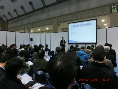 enex2015 エコエナジー代表,伊藤智教氏、の特別講演で食い入るように聴きメモを取る参加者の写真