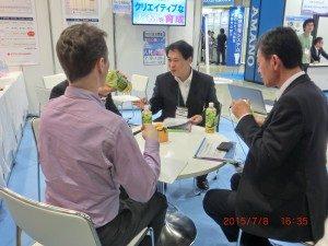 具体化に向けてヒアリングする省エネプロフェッショナルの伊藤智教氏