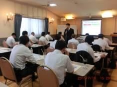 長野経営者協会セミナーに登壇する省エネコンサルタント 伊藤智教 氏写真